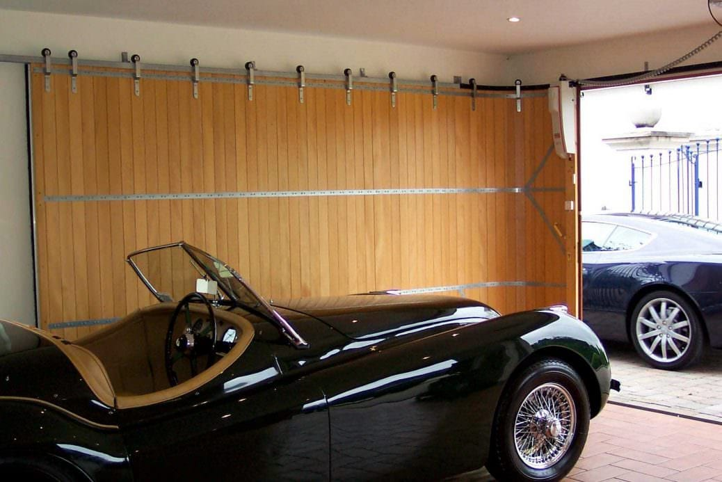 When you\u0027re building a luxury home every part of the design is important to bringing the overall vision to life. We often consider garages to be ... & Advantages of Horizontal Sliding Garage Doors | Rundum Meir Pezcame.Com
