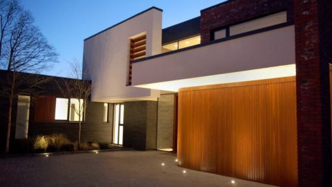 How Sliding Garage Doors Use Horizontal Tracks for Elite Construction
